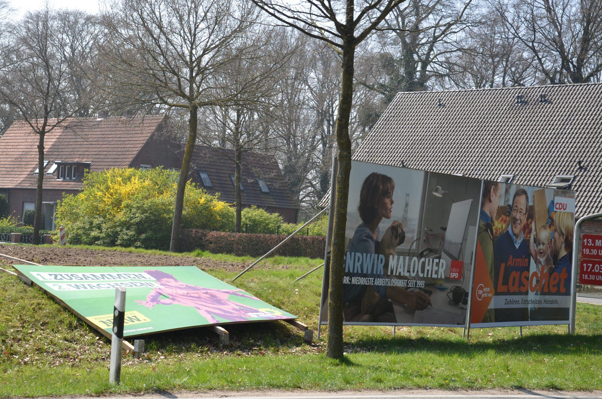 Wahlplakate beschädigt